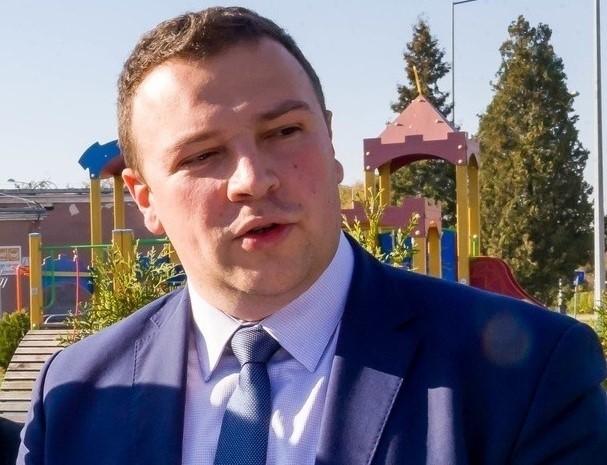 2018 rok. Mariusz Nahajewski podczas konferencji prasowej polityków PiS odnośnie zmian w budżecie obywatelskim
