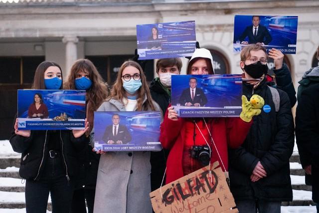 Wolne media to jeden z fundamentów demokracji, nie możemy pozwolić władzy na ich zagrabienie - apelował Adam Szłapka