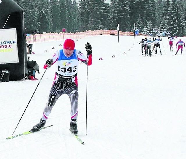 Edward Mucha regularnie wygrywa na Mistrzostwach Polski Amatorów w Biegach Narciarskich, prowadzi w swojej kategorii wiekowej, s w klasyfikacji open jest tuż za podium