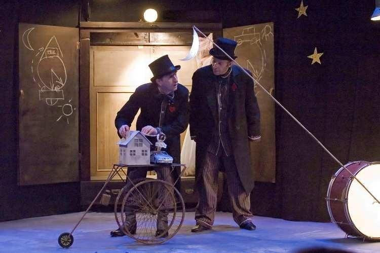 """Sztuka """"Jest królik na księżycu"""" będzie wystawiana na scenie..."""