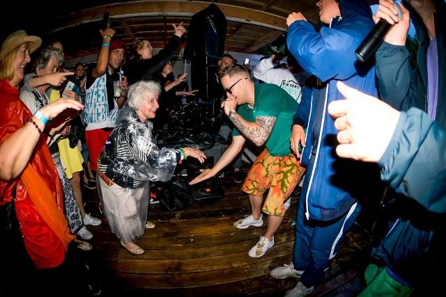 W piątek na placu przed Galerią Arsenał elektrownia odbędzie się impreza taneczna bez ograniczeń wiekowych organizowanądzięki współpracy Galerii Arsenał, festiwalu Up To Date oraz Dancingu Międzypokoleniowego Pauliny Braun.