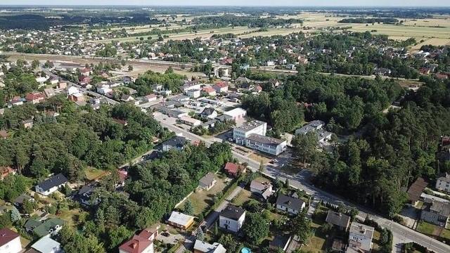 Jedlnia – Letnisko w powiecie radomskim zrobiła kolejny krok na drodze do uzyskania praw miejskich. Wojewoda mazowiecki pozytywnie zaopiniował wniosek radnych o zmianę statusu miejscowości.