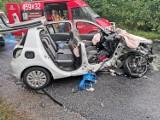 Wypadek w Szumlesiu Królewskim. Na drodze wojewódzkiej nr 221 zderzyły się 3 samochody osobowe. 4 osoby zostały ranne [zdjęcia]