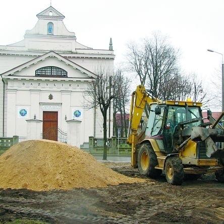 Na plac w pobliżu bielskiej bazyliki weszli robotnicy i w kilkanaście dni uporządkowali teren po budynku byłych konsumów