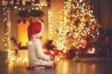 Symbole świąt Bożego Narodzenia. Skąd wzięły się prezenty i choinka?