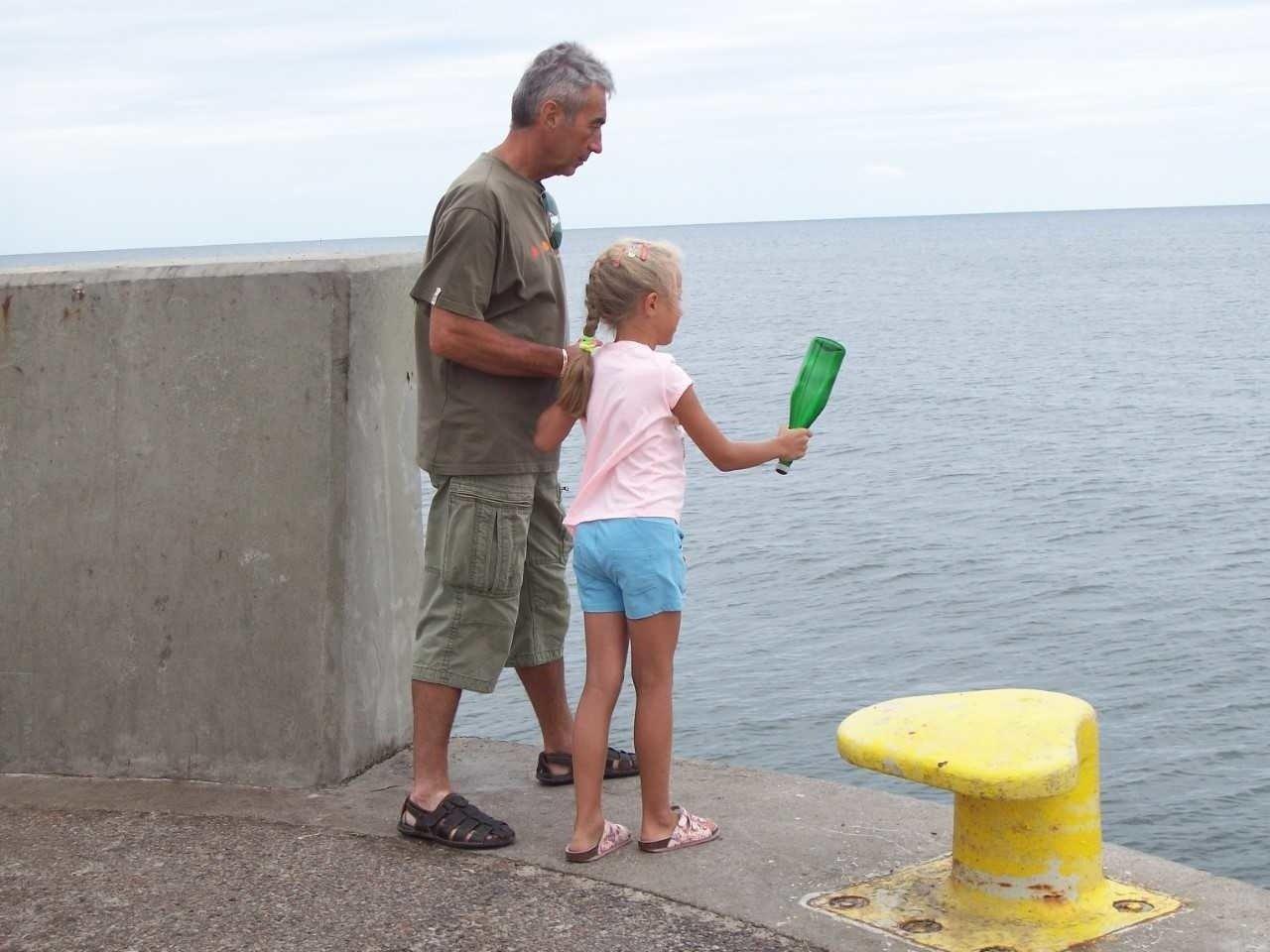 Dziewczynka Z łodzi Wysłała List W Butelce Dostała Paczkę Ze