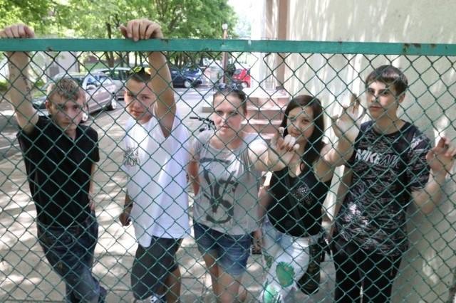 Uczniowie kończący gimnazjum w Środowiskowym Hufcu Pracy w Opolu chcieliby, żeby program pozwolił im          zdobyć stałą i dobrą pracę. Na zdjęciu od lewej: Marcin Warmuzek, Mateusz Mroziński, Patrycja Sopa, Nikola Niegel i Szymon Gruszka.