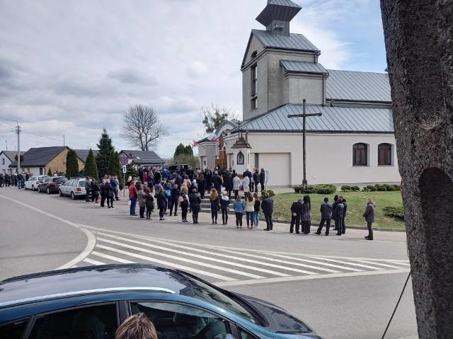 Odbył się pogrzeb 12-letniej Mai. Dziewczynka 1 kwietnia została przygnieciona przez drzewo w parku w Skępem.