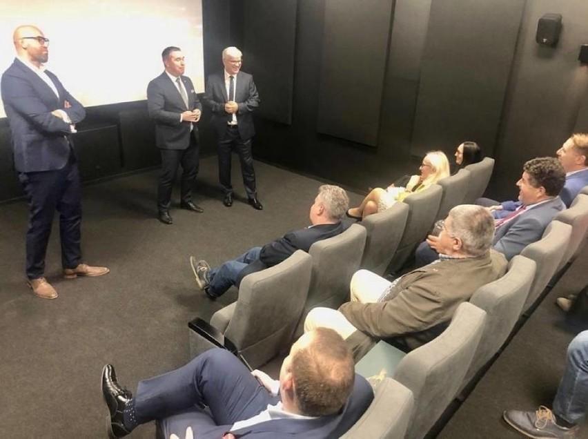 Kino w Siedlcu zostało oficjalnie otwarte 8 września. Widownia liczy 30 miejsc. Obecnie w pojedynczym seansie może uczestniczyć 15 osób.