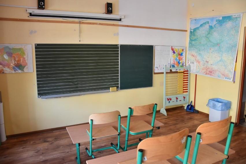 Emerytura powszechna. Kiedy należy się nauczycielowi? Sprawdź zasady!