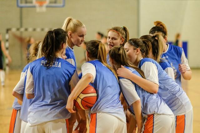 Siłą koszykarek Pomarańczarni MUKS w Krakowie okazała się gra zespołowa