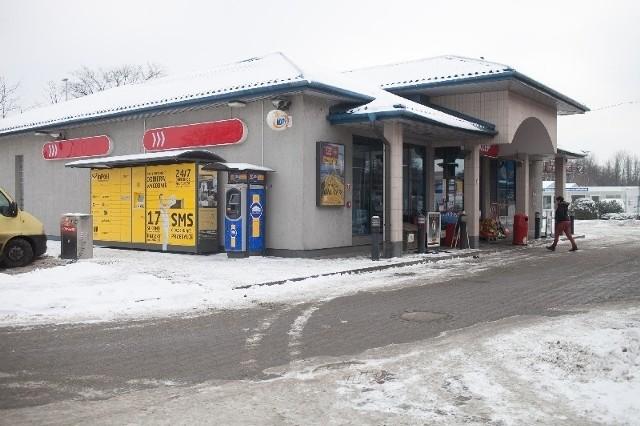 """Los ze szczęśliwą """"piątką"""" został puszczony na tej oto stacji benzynowej."""