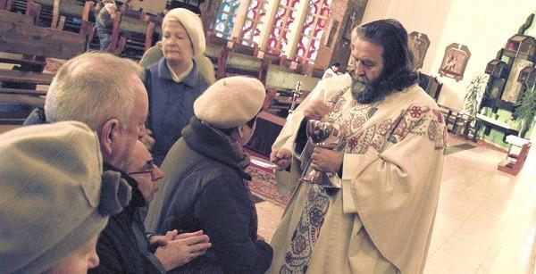 Wczoraj w kościele pw. Św. Ducha w Koszalinie wierni przyjmowali komunię od księdza na język.