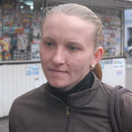 Iwona Bonifrowska z Nowej Soli: - Na razie nie pracuję i opiekuję się dzieckiem, ale jak znajdę pracę to będę chciała oddać je do przedszkola. Słyszałam jednak, że jest ciężko znaleźć miejsce.