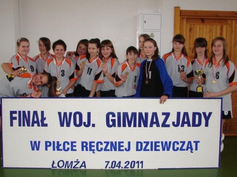 Skład drużyny: Sabina Szerenos, Laura Mancewicz, Aleksandra...