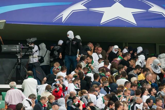 Chuligani w barwach Legii chcieli wtargnąć na sektor zajmowany przez kibiców Borussii Dortmund