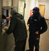 Przytuły. Łomżyńscy policjanci zatrzymali nietrzeźwego 46-latka, który przewoził pięcioro swoich dzieci