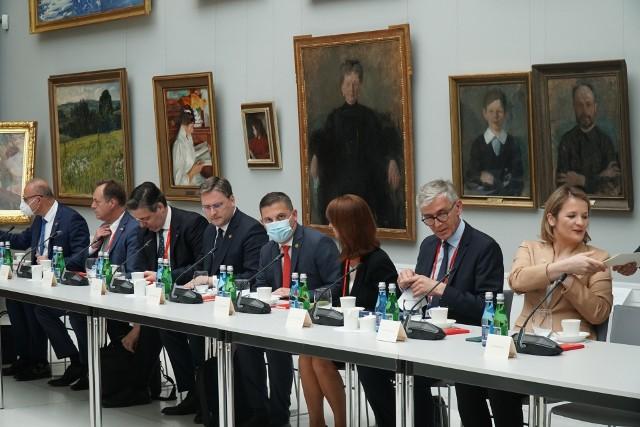 Szczyt Grupy Wyszehradzkiej i państw Bałkanów Zachodnich w Rogalinie 28 czerwca 2021 r. był jednym z etapów tzw. Procesu Berlińskiego.