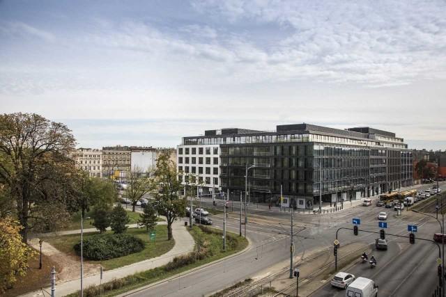 Biurowiec Ogrodowa Office znajduje się w atrakcyjnym miejscu i przyciąga wielu najemców.