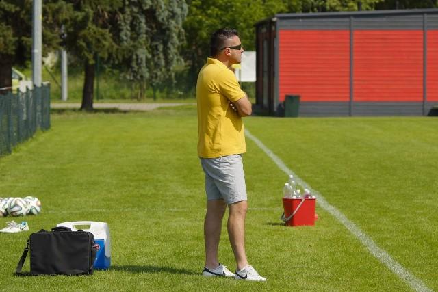 Krzysztof Jabłoński (na zdjęciu) poprowadzi Unię/Drobex Solec Kujawski już w sobotnim meczu ligowym z Unią Janikowo. Na stanowisku trenera Unii/Drobex zastąpił Roberta Bednarka, który solecką drużynę prowadził przez dwa ostatnie lata.