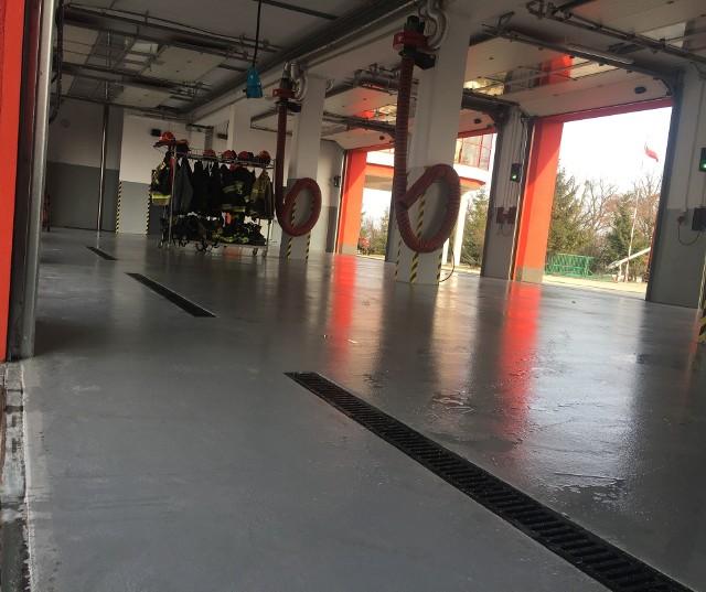 W  2018 roku wyremontowano garaż główny, wymieniono ponad 30-letnią posadzkę na  spełniającą standardy, instalacje elektryczną, zamontowano nowy system odprowadzania spalin