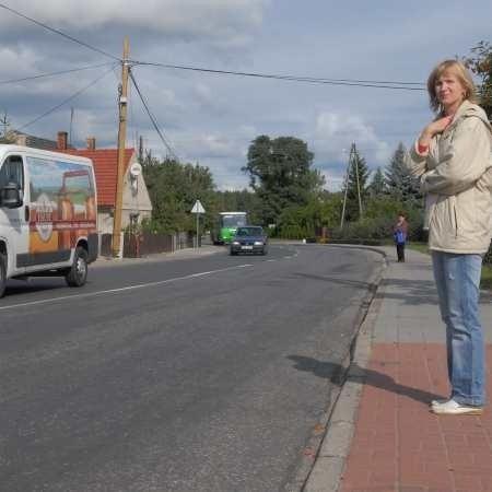 Niekiedy trzeba czekać kilka minut, by przejść na druga stronę drogi, twierdzi Małgorzata Gac.