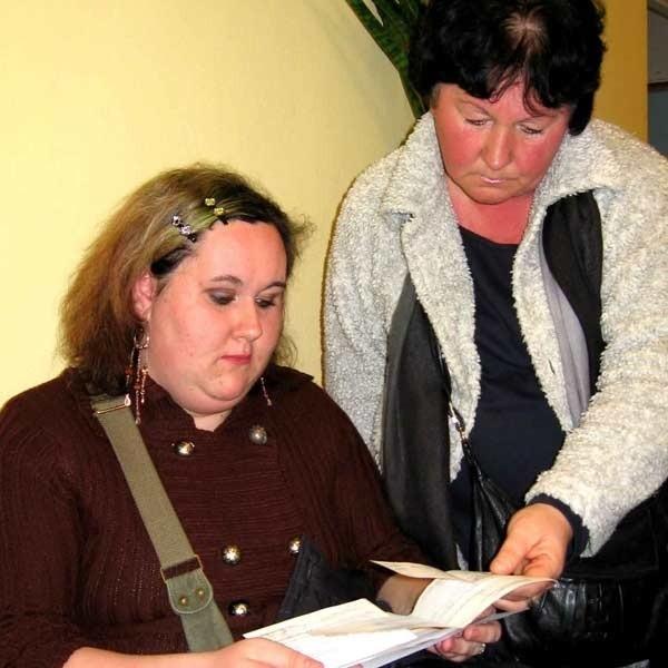 """""""Stecyk"""" - Gdyby Marka zostawili wtedy w szpitalu na obserwacji, by na pewno żył - mówi Mirosława Stecyk (z prawej). Obok jej córka."""