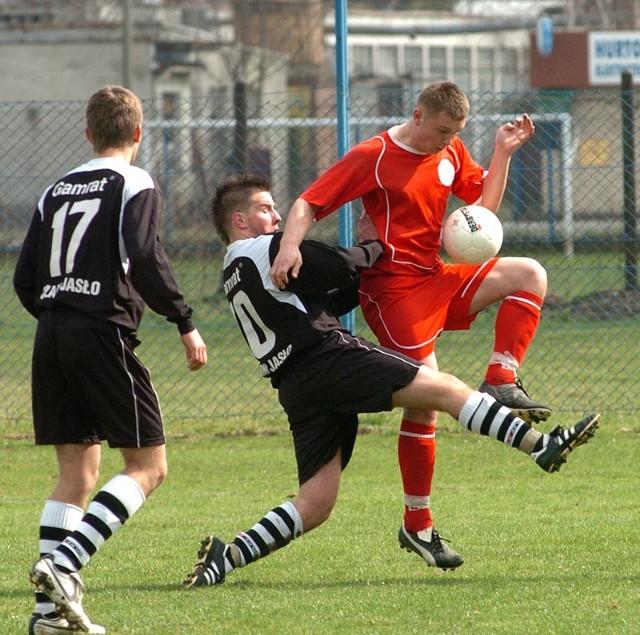 Juniorzy starsi Czarnych Jasło u siebie ulegli rywalowi z Krosna 0-1. Nz. fragment meczu Czarni - Polonia.