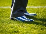 Derbowe smaczki: efektowne buty trenera Szymańskiego