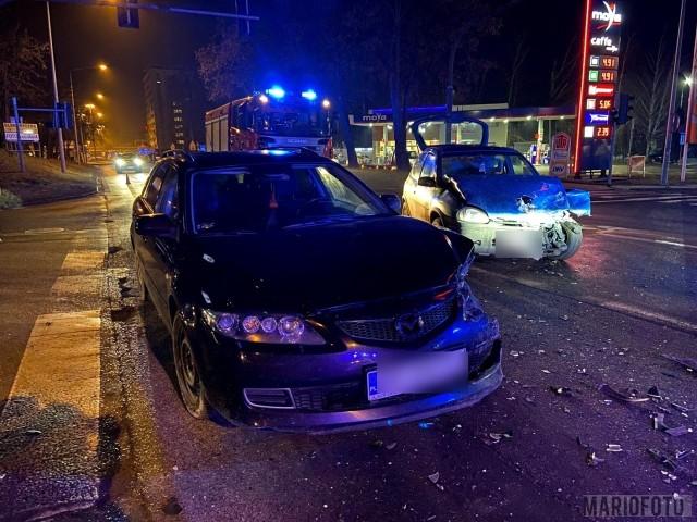 Opole. Zderzenie mazdy z oplem na ulicy Budowlanych. Kierowca opla porzucił samochód i uciekł. Właściciel auta twierdzi, że go nie zna