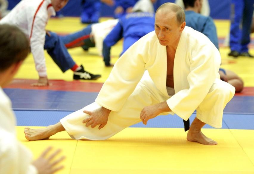 Władca Rosji daje też zarobić swoim najbliższym. Przeciętny...