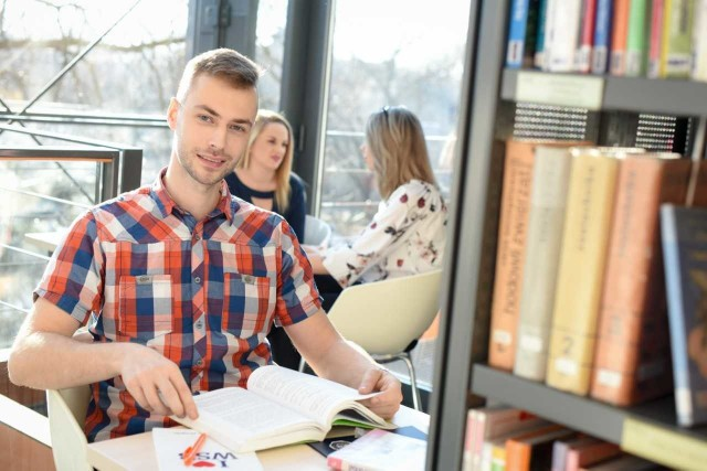 Uczelnia daje swoim wykładowcom wiele możliwości budowania kariery.