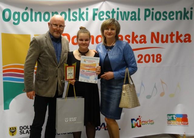 Maja Sułtanowska z nauczycielami