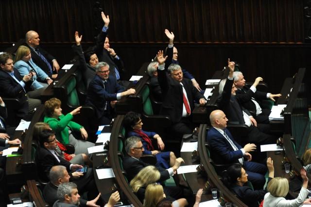 Podatek bankowy uchwalony i skierowany do SenatuSejm przegłosował podatek bankowy