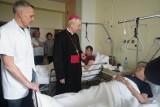 Światowy Dzień Chorego: Metropolita poznański odwiedził pacjentów szpitala MSWiA [ZDJĘCIA]