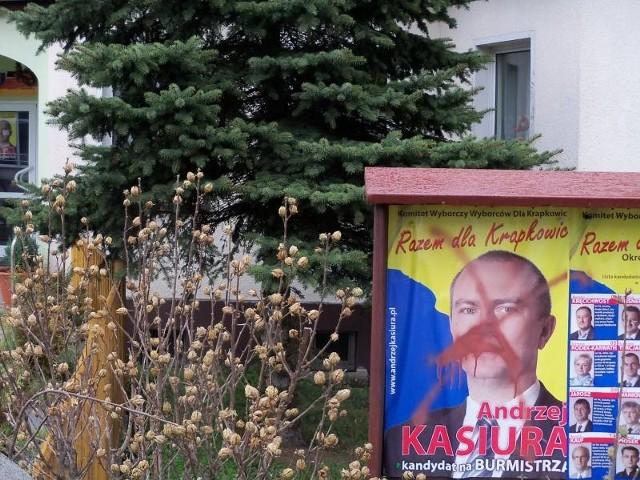 Ktoś zniszczył plakaty Andrzeja Kasiury i próbuje w Krapkowicach podgrzewać stare antagonizmy polsko-niemieckie.