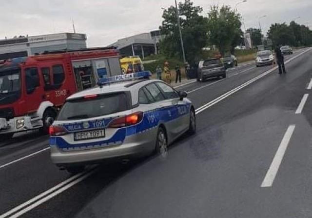 Do zdarzenia doszło na kilka minut przed godziną 13. W wyniku wypadku dwójka dzieci trafiła do szpitala.