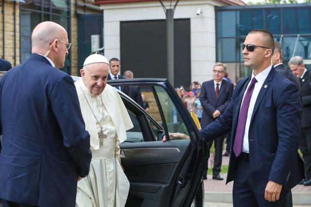 Papież z wizytą w szpitalu uniwersyteckim