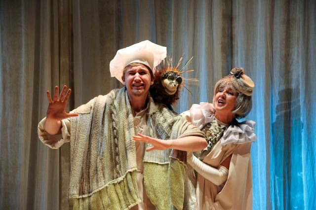 W spektaklu występuje m.in. Błażej Piotrowski i Małgorzata Płońska.