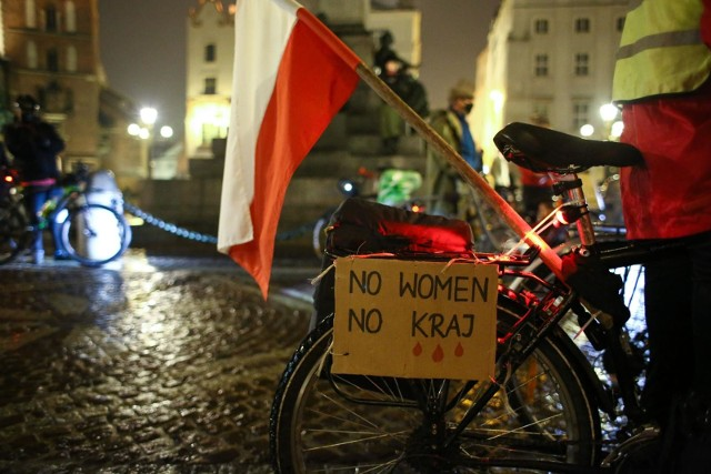 Wyrok Trybunału Konstytucyjnego ograniczający prawo do aborcji nie przyczyni się do wzrostu urodzeń w Polsce, a wręcz przeciwnie - może spowodować znaczący ich spadek, a zarazem naraża Polki na ogromne cierpienie - piszą do polityków najwybitniejsi polscy demografowie.