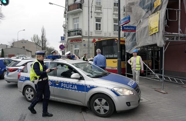 Wypadek na Radwańskiej w Łodzi. Autobus wjechał w rusztowanie