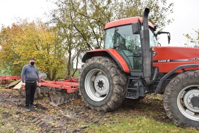 Jarosław Saldat, który tej wiosny posiał jarą pszenicę, zwraca uwagę, że koszty produkcji rolnej systematycznie rosną