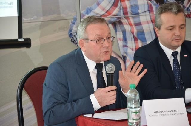 Wojciech Zawidzki, burmistrz Brześcia Kuj. przekonywał gości do konieczności budowy obwodnicy.
