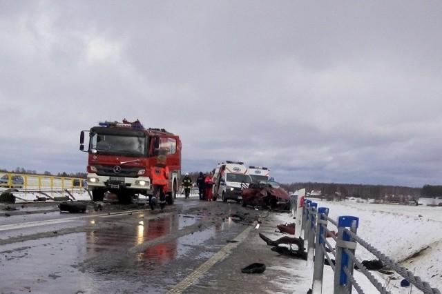 28-letni pasażer audi nie przeżył zderzenia z mercedesem