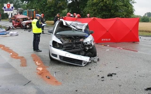 Tragiczny wypadek w Leokadiowie Dwie osoby zginęły w efekcie wypadku do którego doszło w poniedziałek (16 lipca), około godz. 11 w rejonie Leokadiowa (powiat puławski).