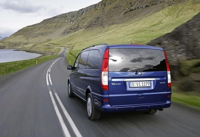 Adaptacyjne światła stop stanowią obecnie standardowe wyposażenie Mercedesów Viano i Vito