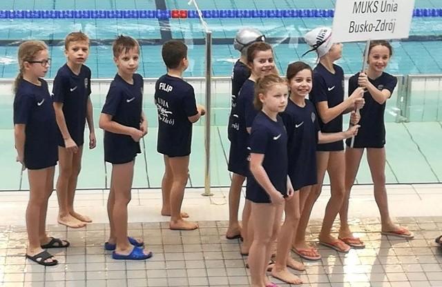 Młodzi zawodnicy buskiej Unii startują z sukcesami w Świętokrzyskiej Lidze Pływackiej 2018.