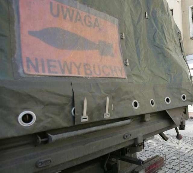 W Sadkach pod Nakłem mężczyzna wyłowił pocisk artyleryjski