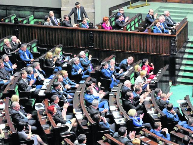 Sejm to dzisiaj rządzące PiS oraz szeroko rozumiana opozycja. Posłowie z województwa śląskiego uznali ten podział za obowiązujący nawet w sferze reprezentowania interesów naszego regionu