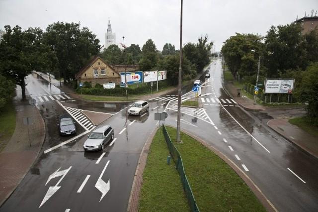 W godzinach szczytu aleja 1000-lecia Państwa Polskiego korkuje się zwłaszcza przed dojazdem do ronda za wiaduktem kolejowym